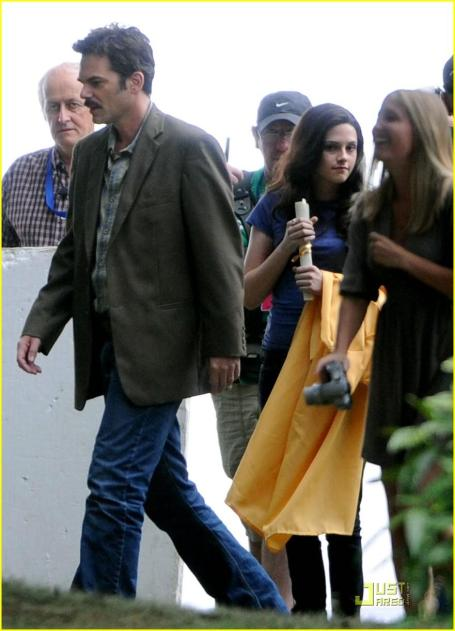 kristen-stewart-forks-high-graduation-01